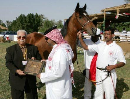 Click to Enlarge - Dr. Ibrahim Zaghloul presents Bahrain's 2005 WAHO Trophy for Shuwaimaan Jazeel to HE Sheikh Faisal Bin Rashid Bin Isa Al Khalifa