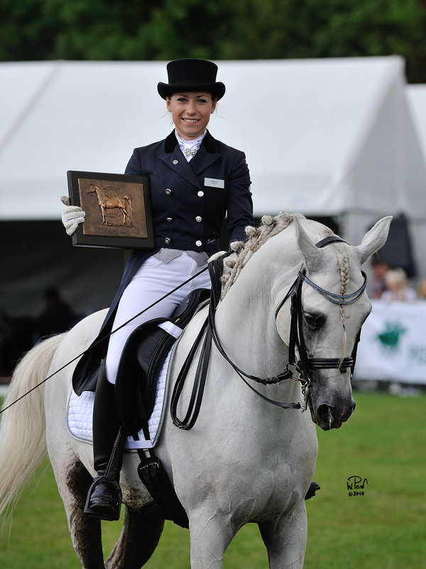 Kaja Dembińska and Echo Apollo happy with their WAHO Trophy